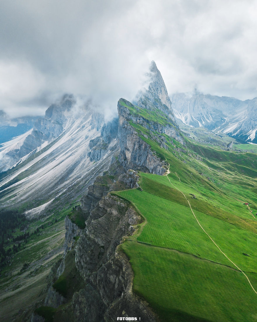 Moody-Seceda-by-jamesxtheo-UK-5e58e3275a5bb__880.jpg
