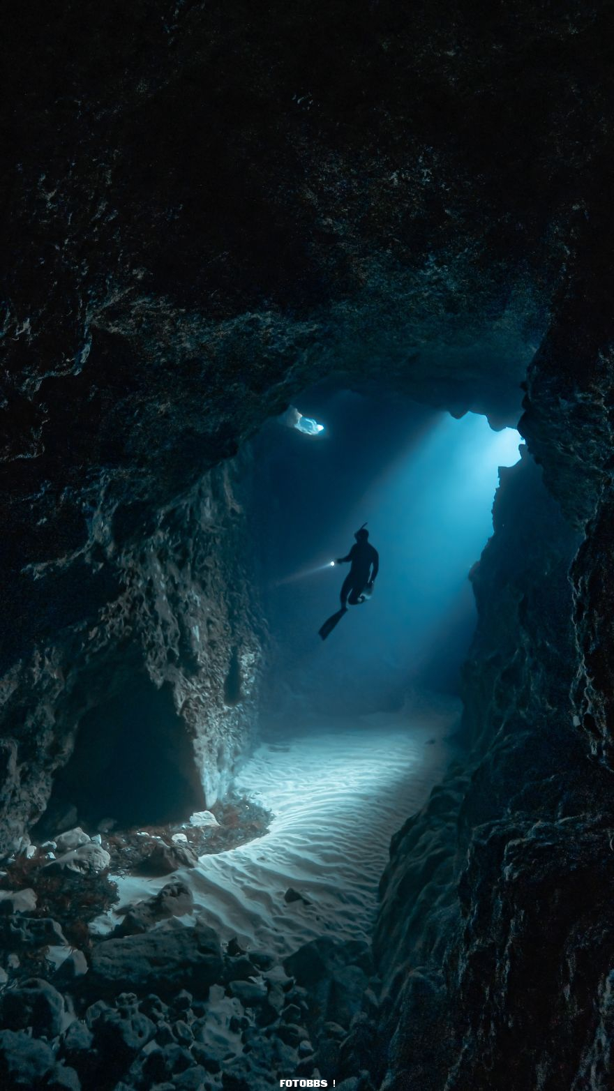 Freediving-underwater-caves-by-victordevalles-Spain-5e58e3007147a__880.jpg